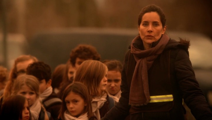 Once Upon a Time 5x14 Devil's Due - Milah guarding the children