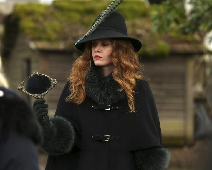 Once Upon a Time podcast 5x17 Ruby Slippers - Zelena holding magic mirror showing Dorothy under the sleeping curse