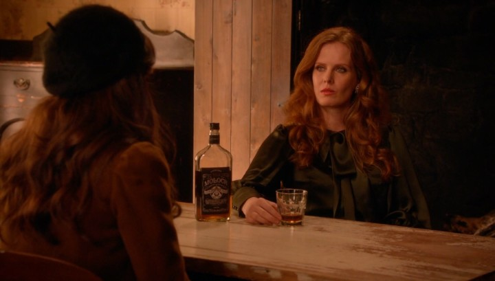 Once Upon a Time 5x18 Ruby Slippers - Zelena drinking with the bookworm Belle in the Underworld