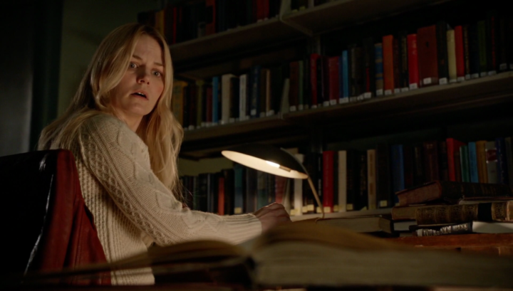 Once Upon a Time 5x21 Last Rites - Emma searching pages