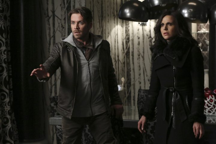 Once Upon a Time podcast 5x21 Last Rites - Robin Hood with Regina at Regina's office