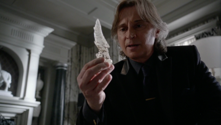 Once Upon a Time 5x21 Last Rites - Rumplestiltskin holds a piece of the Olympian Crystal