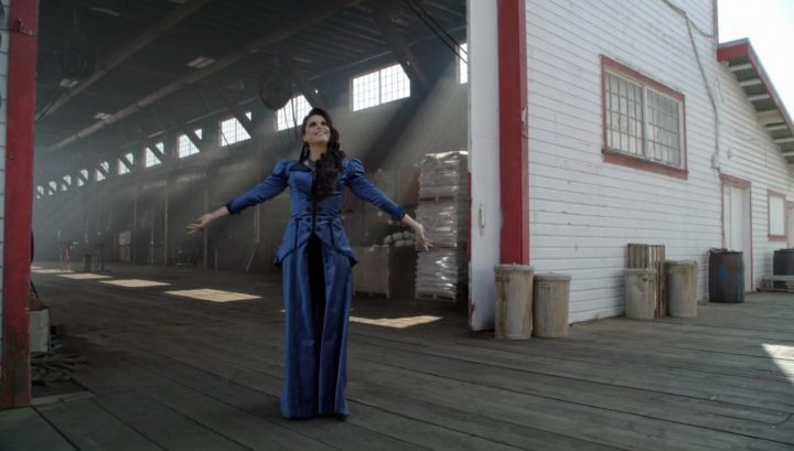 Once Upon a Time 6x03 The Other Shoe - the Evil Queen in the docks