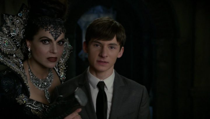 Once Upon a Time 6x08 I'll Be Your Mirror - Evil Queen asked Henry to smash the Dragon's heart using Hammer of Hephaestus