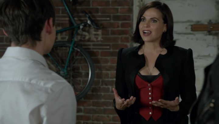 Once Upon a Time 6x08 I'll Be Your Mirror - Evil Queen disguised as Regina visits the Charmings wardrobe change