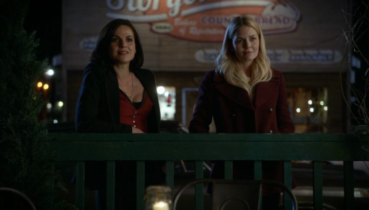 Once Upon a Time 6x08 I'll Be Your Mirror - Regina and Emma outside Granny's looking at Henry and Violet
