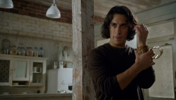 Once Upon a Time 6x09 Changelings - Aladdin wears the cuff becomes a genie
