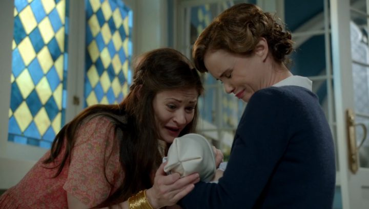 Once Upon a Time 6x09 Changelings - Belle gives baby Gideon to Blue Fairy
