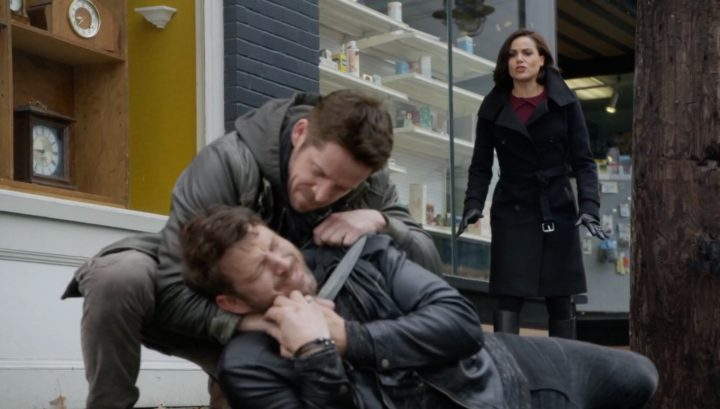Once Upon a Time 6x12 Murder Most Foul - Robin attacks Nottingham and Regina stops him