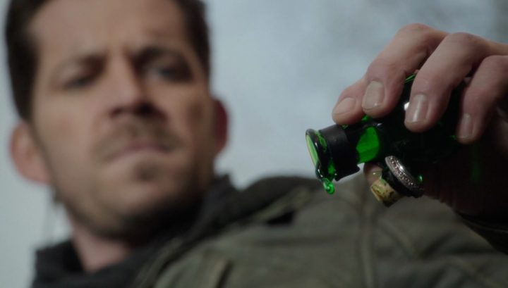 Once Upon a Time 6x13 Ill-Boding Patterns - Robin pours potion into the town line