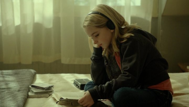 Once Upon a Time 6x17 Awake - Young Emma in bed reading The Nightingale
