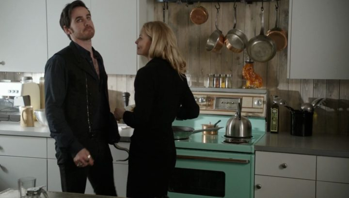 Once Upon a Time 6x18 Where Bluebirds Fly - Emma and Hook making pancakes