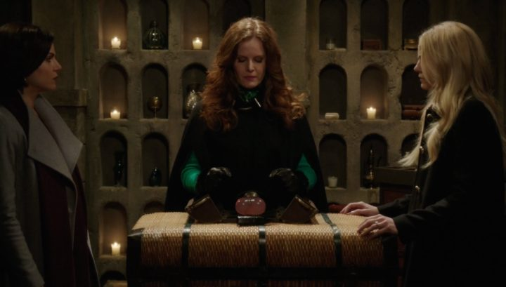 Once Upon a Time podcast 6x18 Where Bluebirds Fly - Zelena about to use crimson heart with Regina and Emma