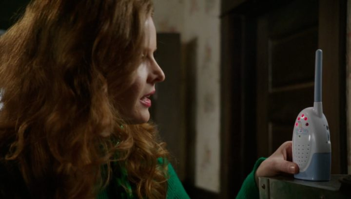 Once Upon a Time 6x18 Where Bluebirds Fly - Zelena bottle warming