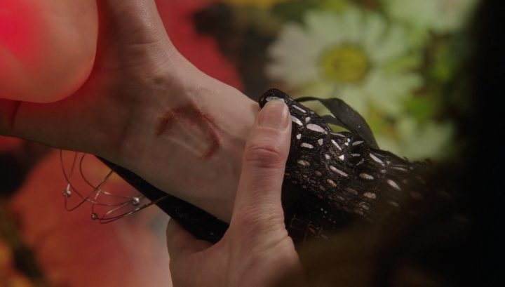 Once Upon a Time 6x19 The Black Fairy - Crescent moon mark on Black Fairy's arm