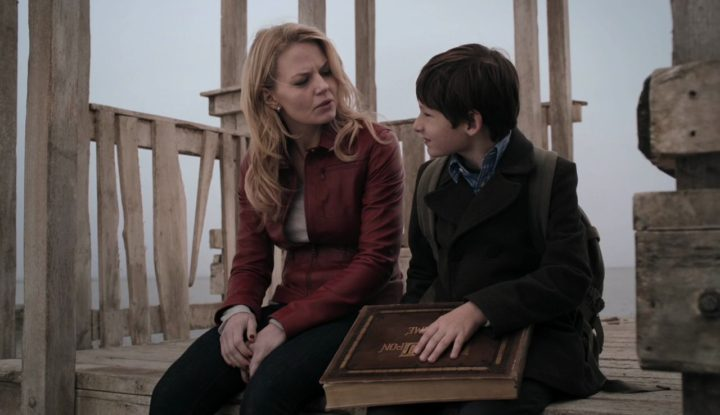 Once Upon a Time 6x20 The Song in Your Heart - Emma and Henry in his castle in 1x01 Pilot