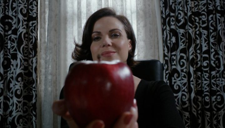 Once Upon a Time 6x21 6x22 The Final Battle - Regina at Queen's office holding red apple