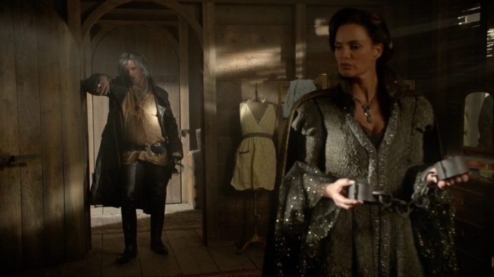 Once Upon a Time 7x02 A Pirate's Life - Wish Realm Hook pays Lady Tremaine a visit