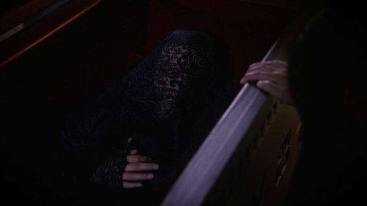 Once Upon a Time 7x03 The Garden of Forking Paths - Anastasia inside coffin