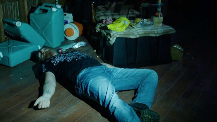 Once Upon a Time 7x06 Wake Up Call - Sam Ochotta lying on the ground unconscious