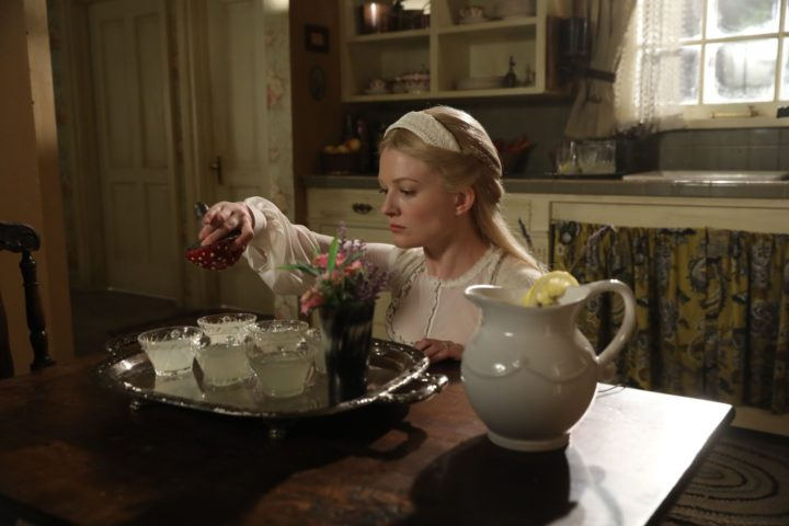 Once Upon a Time 7x09 One Little Tear - Rapunzel trying to poison Cecelia's heart with mushroom from Wonderland