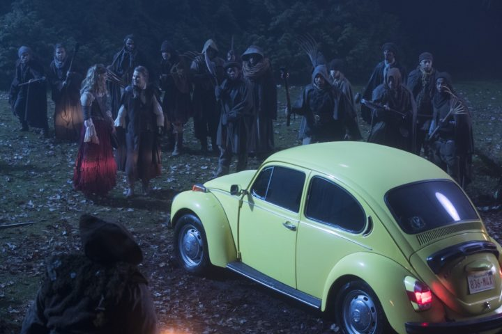 Once Upon a Time 7x14 The Girl in the Tower - Alice and Robin escapes through the yellow bug