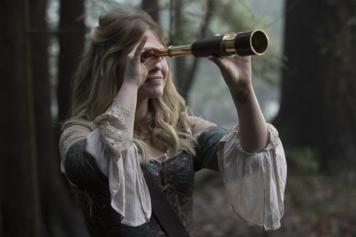 Once Upon a Time podcast 7x14 The Girl in the Tower - Alice spying on Nook through the looking glass