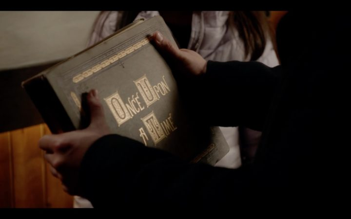 Once Upon a Time 7x20 Is this Henry Mills - Henry touches Once Upon a Time story book