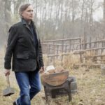Once Upon a Time 7x21 podcast Homecoming - Rumplestiltskin holding a hammer and standing in front of Wish Rumple's old home in the Wish Realm